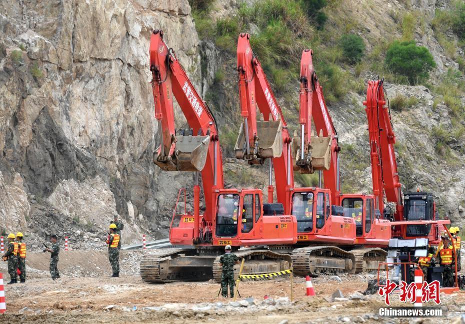 统计局:7月挖掘机生产20958台